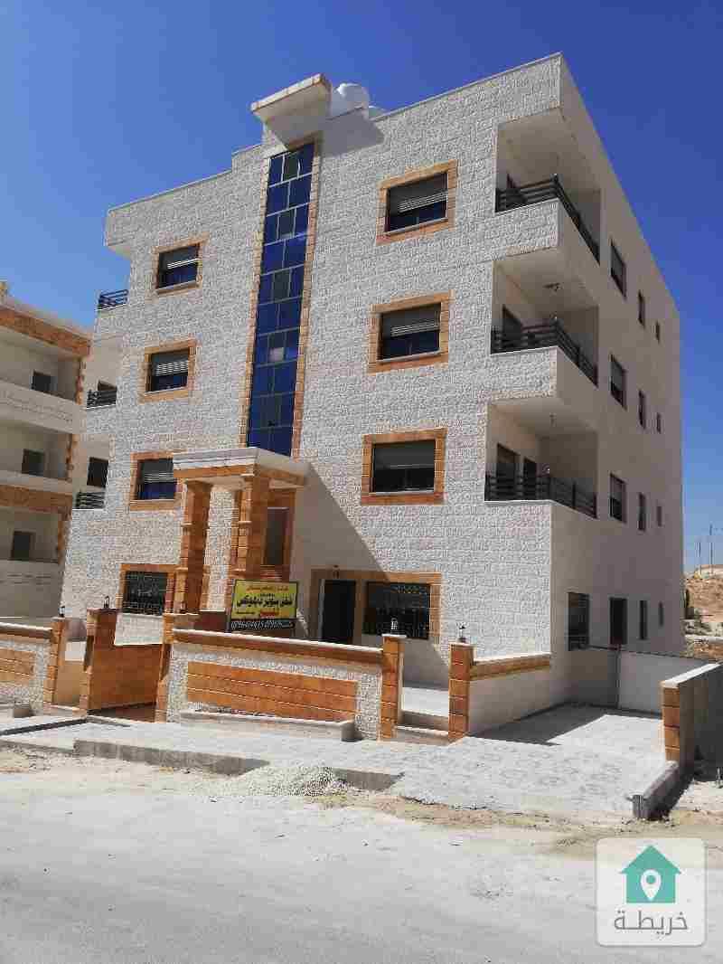 منطقة عدن بالقرب من صافرة الانذار  و مسجد عمر بن الخطاب