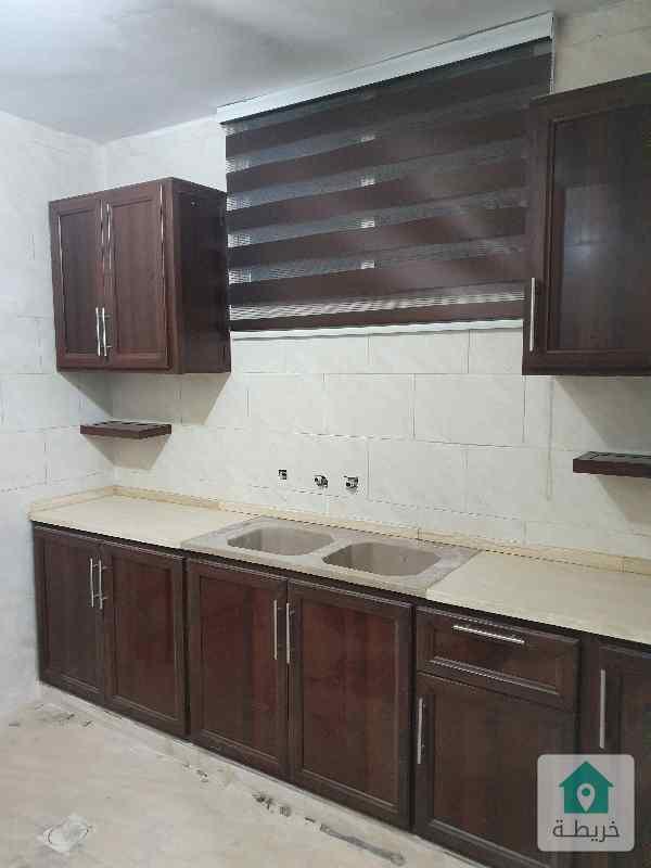شقة مكونة من غرفة و صالة و مطبخ و حمام ، تصلح لعرسان