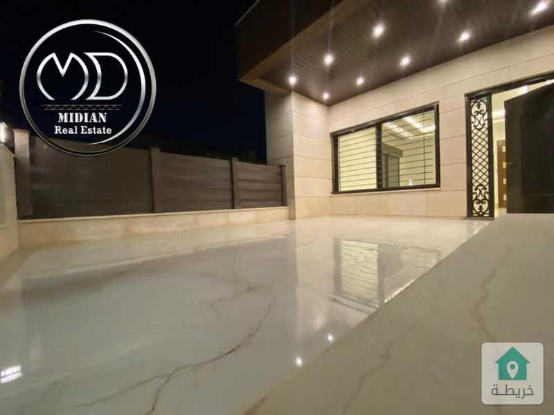 شقة ارضية جديده فارغة للايجار الصويفية مساحة 200م مع ترس 40م تشطيب فاخر .