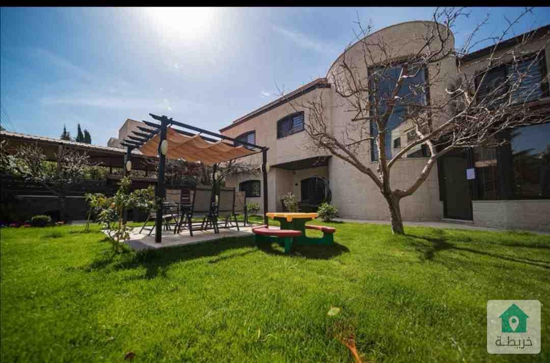 فيلا فخمة جدا في الصويفية (حي الفلل) جديدة  مساحة الارض 820 متر والبناء 600 مع حديقة واسعة جدا