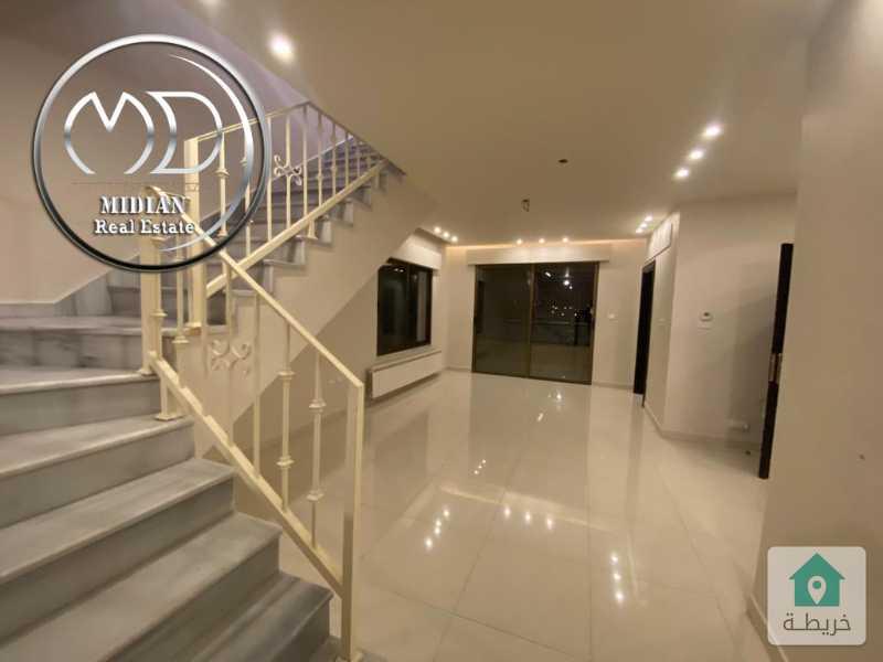 شقة دوبلكس جديدة فارغة للايجار ضاحية النخيل مساحة 200م تشطيب سوبر ديلوكس بسعر مناسب .