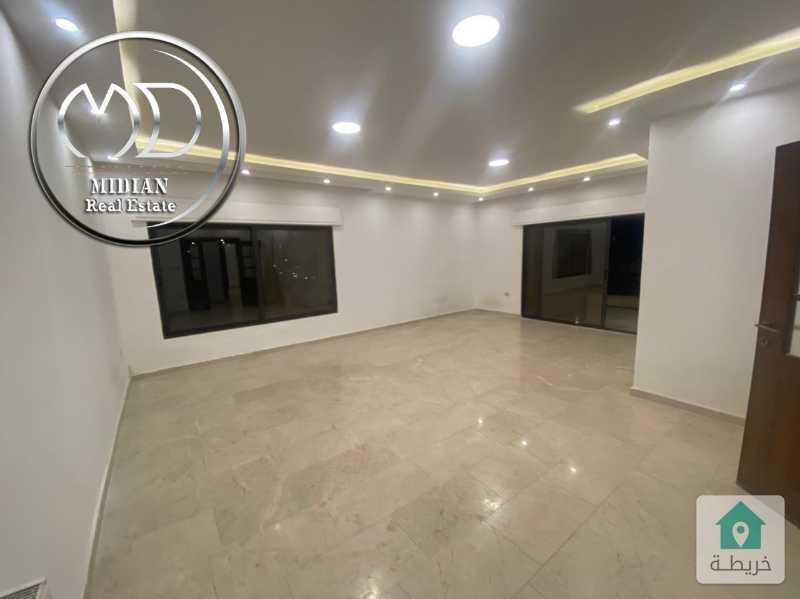 شقة فارغة للايجار ضاحية النخيل مساحة 240م طابق ثاني تشطيب سوبر ديلوكس .