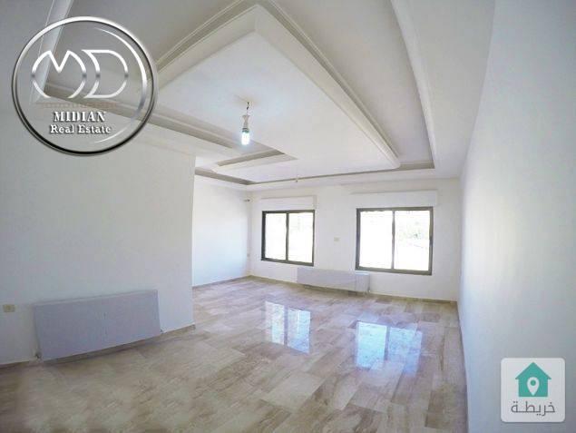 شقة فارغة للايجار ام السماق مساحة 150م طابق اول تشطيب سوبر ديلوكس .
