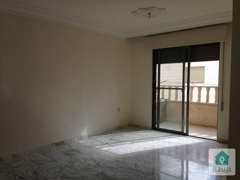 شقة فارغة للايجار ام السماق قرب المدارس الانجليزية مساحة 150م طابق ثاني  بسعر مناسب .