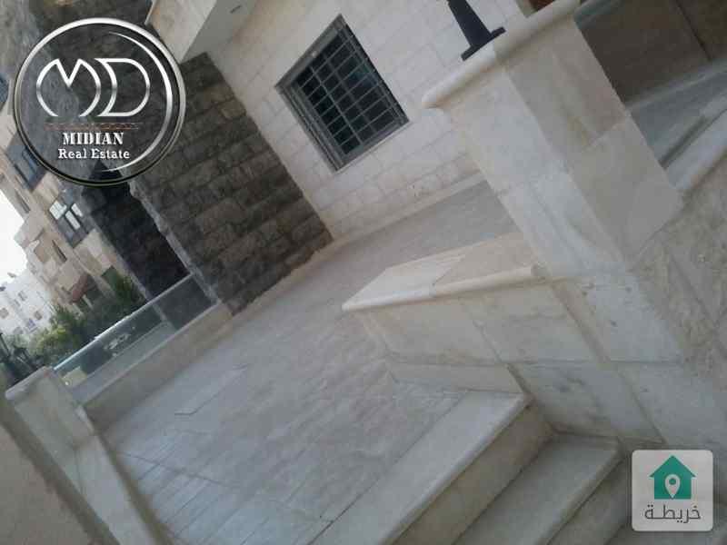 شقة ارضية فارغة للايجار الرابية قرب وادي صقره مساحة 140م بسعر مناسب .