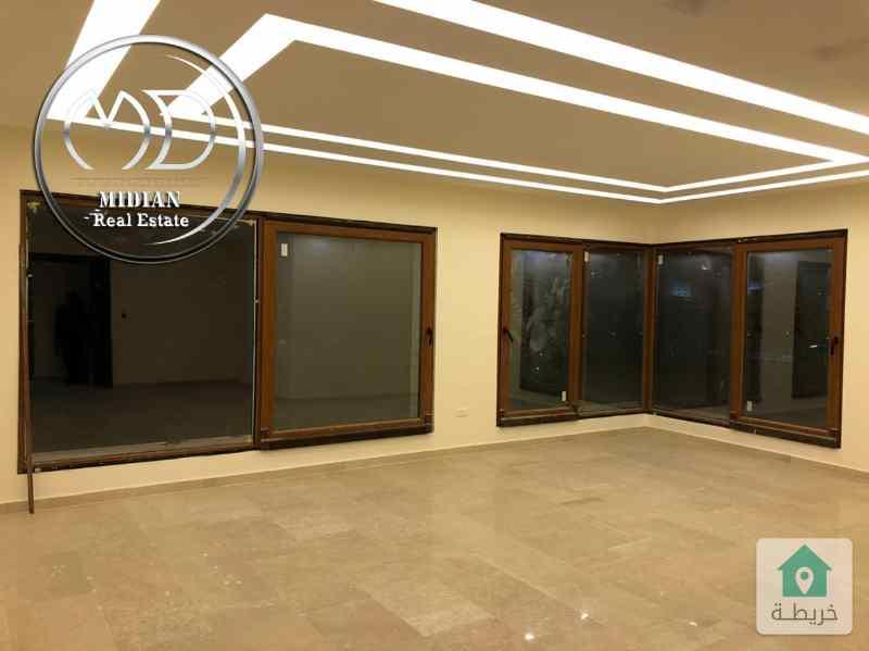 شقة ارضية جديدة للبيع خلدا خلف بردايس مساحة 195م مع ترس 60م  تشطيبات فاخرة مع امكانية التقسيط .