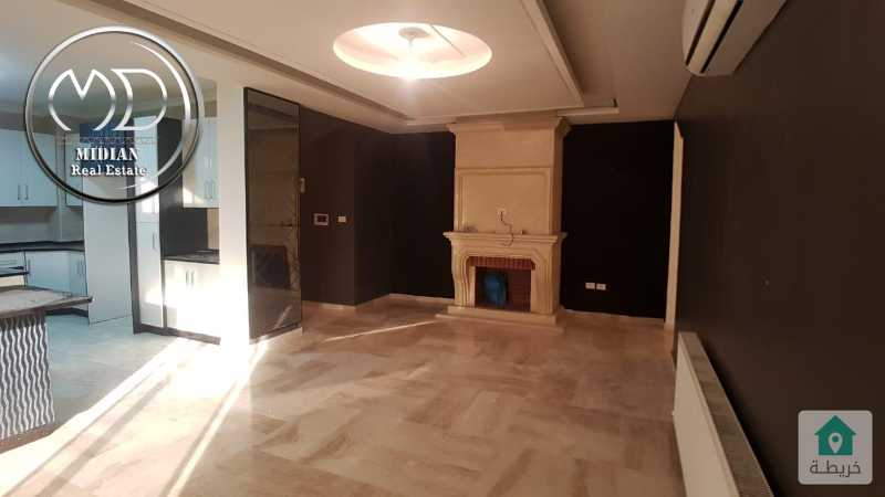 شقة فارغة للايجار دير غبار مساحة 210م طابق اول تشطيب فاخر وبسعر مناسب .