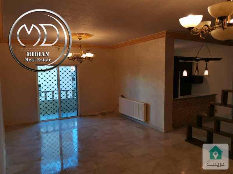 شقة ارضي معلق فارغة للايجار ضاحية الامير راشد مساحة 160م تشطيب سوبر ديلوكس وبسعر مناسب .