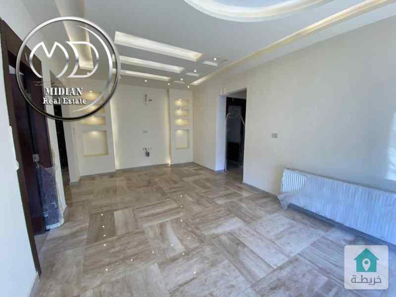 شقة جديده اخير مع روف للبيع طريق المطار مساحة 190م تشطيب سوبر ديلوكس وبسعر مناسب .