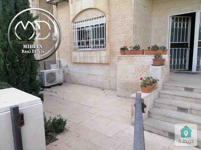 شقة ارضية للبيع ام اذينة مساحة 165م مع ترس 50م بسعر مميز .
