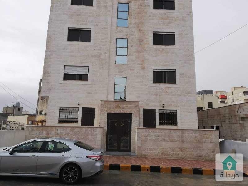 شقتين للبيع لم تسكن بعد ماركا الجنوبية حي المرقب بجانب مسجد زلوم