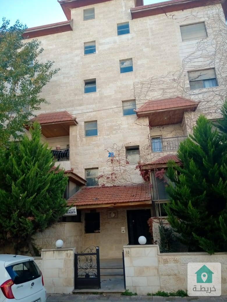 شقة طابق ثالث ٣ غرف نوم مفروشة  للبيع بداعي الهجرة