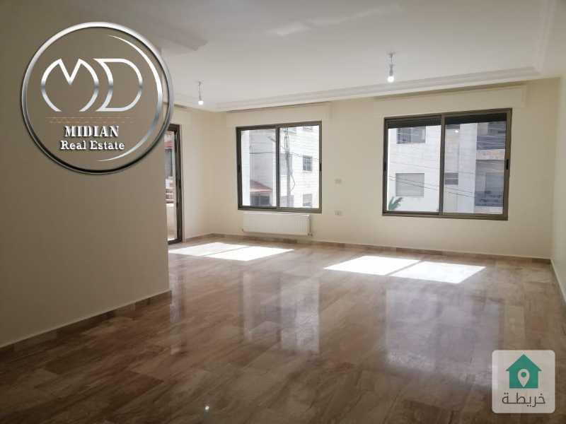 شقة فارغة للايجار الرابية مساحة 200م طابق ثاني تشطيبات سوبر ديلوكس وبسعر مناسب .