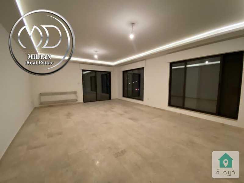 شقة جديده فارغة للايجار ضاحية النخيل مساحة 200م طابق ثاني تشطيبات فاخرة .