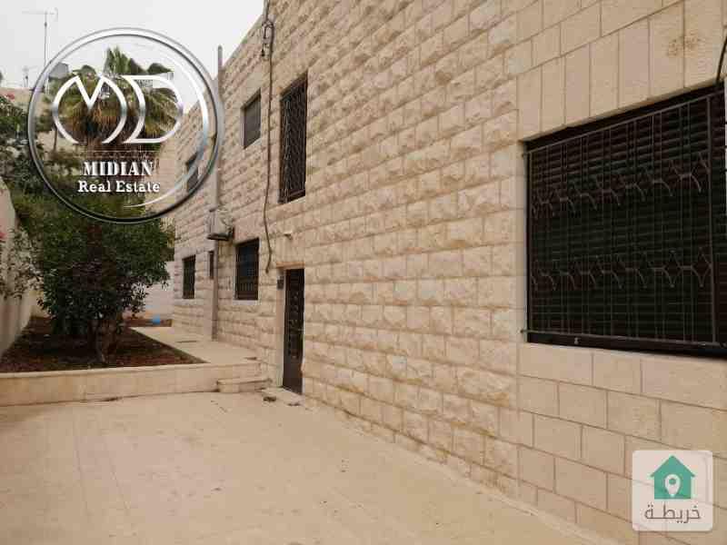 شقة ارضية طابقية فارغة للايجار ام اذينة مساحة  275 م مع حديقة 300م .