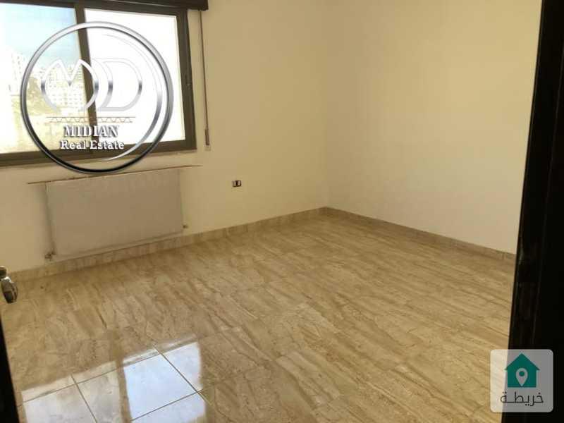 شقة جديدة اخير مع روف للبيع الكرسي مساحة 150م مع روف 100م سوبر ديلوكس وبسعر مميز.