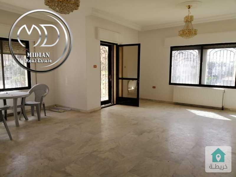 شقة فارغة للايجار ام اذينة مساحة 155م طابق اول بسعر مناسب .