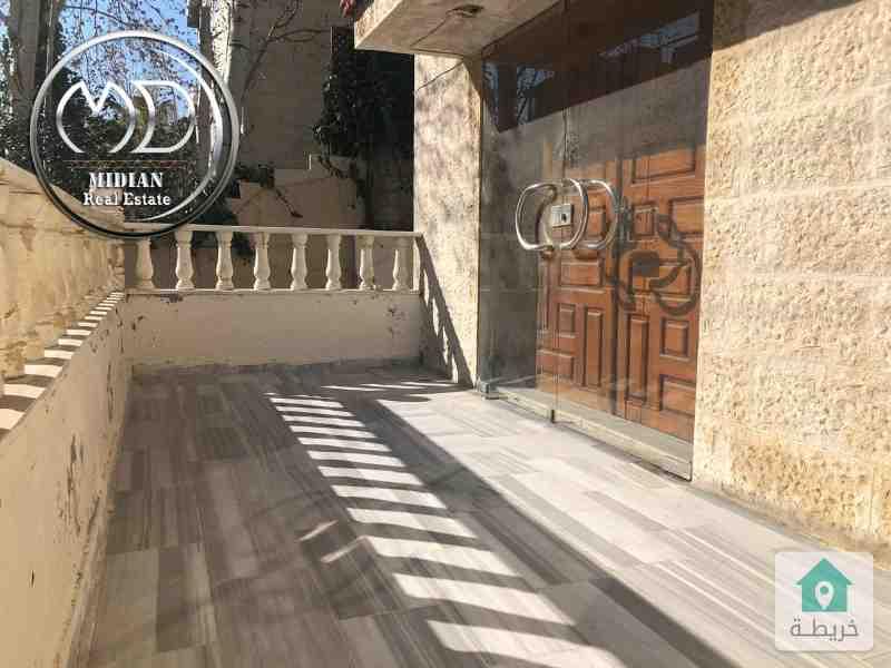 شقة ارضية فارغة للايجار الرابية مساحة 175م مع حديقة 200م بسعر مميز .