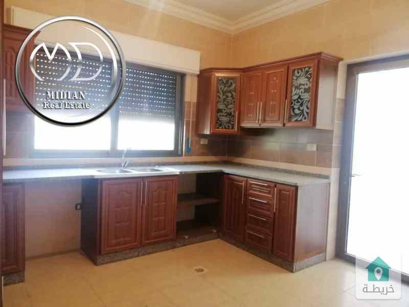 شقة ارضية جديدة فارغة للايجار الرونق مساحة 155م بسعر مناسب .