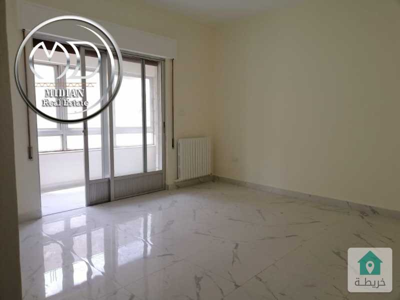 شقة فارغة للايجار الجاردنز مساحة 220م طابق اول سوبر ديلوكس .