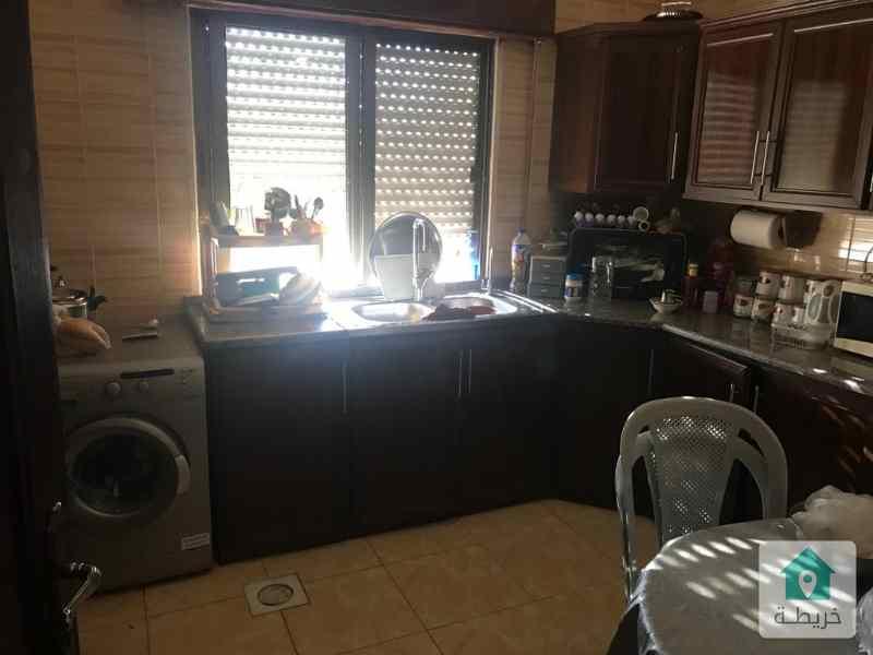 شقة مميزة بمنطقة هادئة وشرحة وقريبة من الخدمات