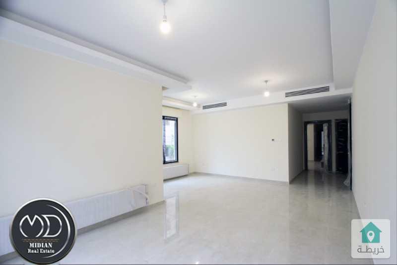 شقة جديده فارغة للايجار السابع مساحة 200م طابق اول سوبر ديلوكس .