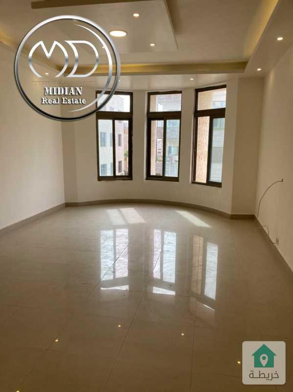 شقة للبيع حي الصحابة 95م طابق اول تشطيب سوبر ديلوكس وبسعر مميز .