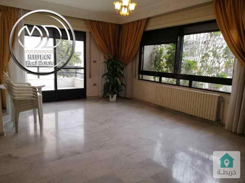 شقة فارغه للبيع ام اذينة مساحة 180م طابق اول بسعر مناسب .