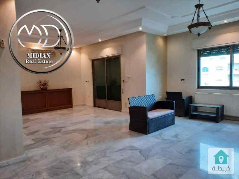 شقة فارغة للايجار الرابية مساحة 200م طابق ثاني تشطيب سوبر ديلوكس .