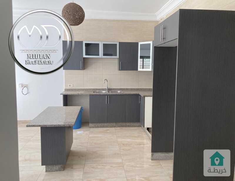 شقة شبه ارضي جديده فارغة للايجار الصنوبر مساحة 120م مع ترس 50م بسعر مناسب .