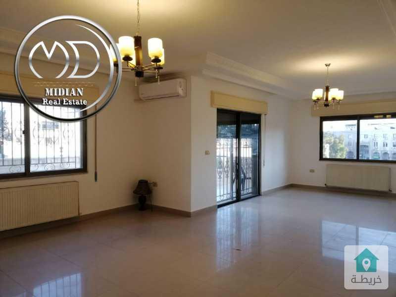 شقة ارضية فارغة للايجار تلاع العلي مساحة 165م مع ترس 50م بسعر مناسب .
