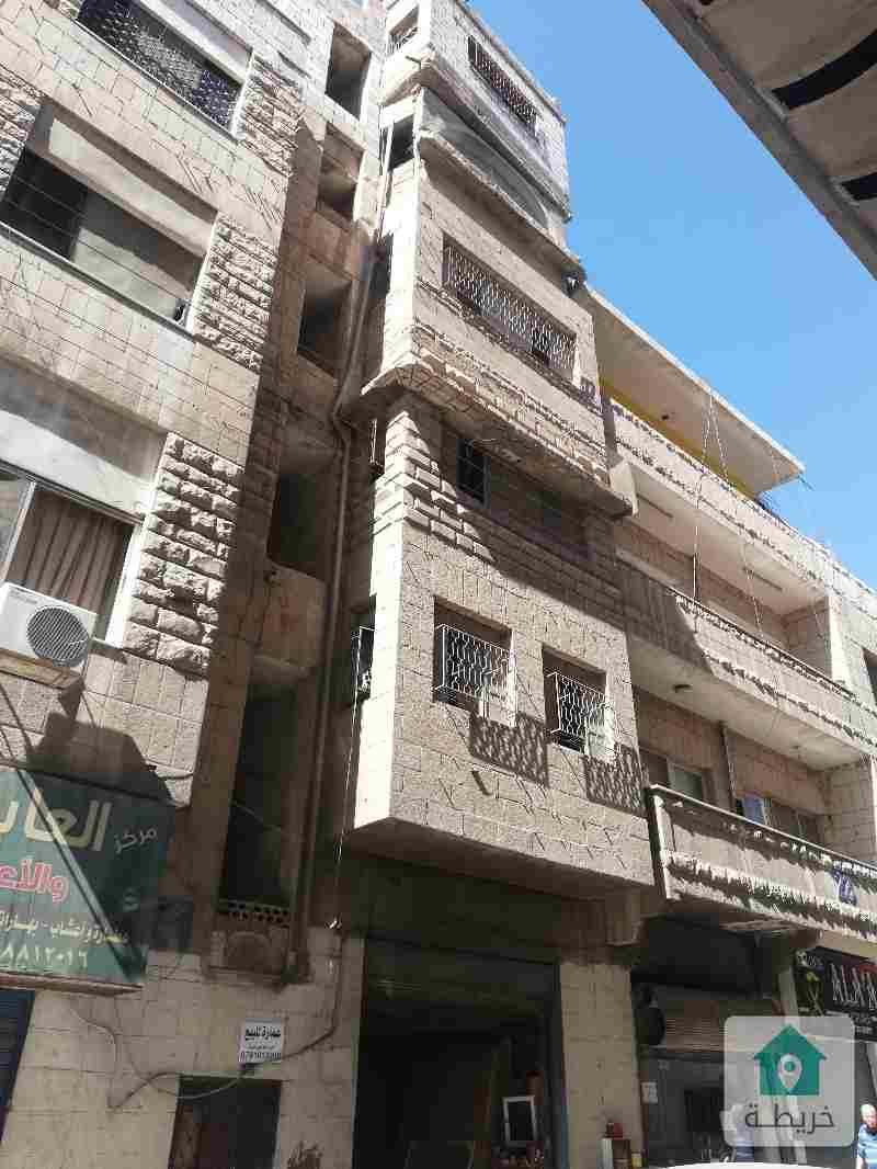 عماره اربع طوابق مع مخزن للبيع سكني تجاري تصلح مكاتب وعيادات بحاجه لصيانه داخل السوق