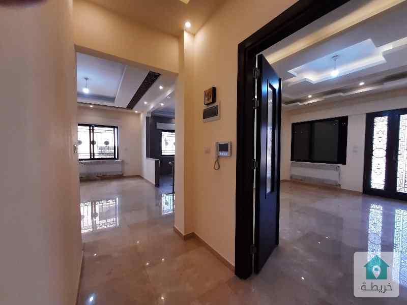 شقة 240م2 في ضاحية الرشيد