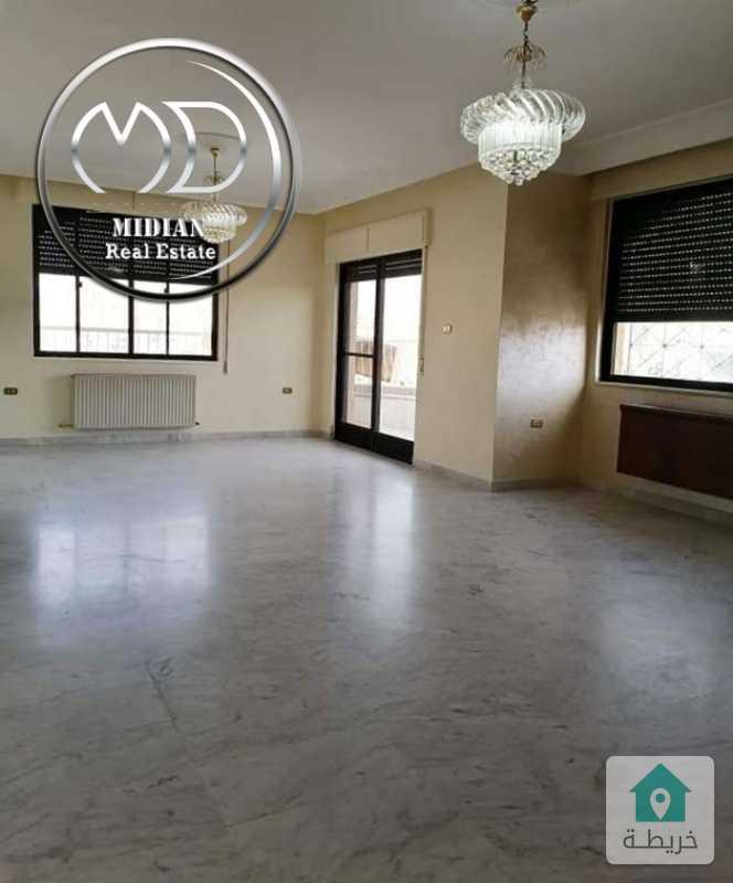 شقة فارغة للبيع الجاردنز مساحة 205م طابق ثالث بسعر مميز .
