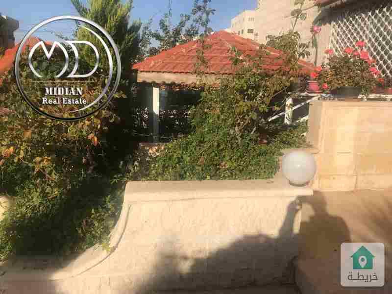 شقة ارضية فارغة للبيع الرابية مساحة 250م مع ترس 60م سوبر ديلوكس .
