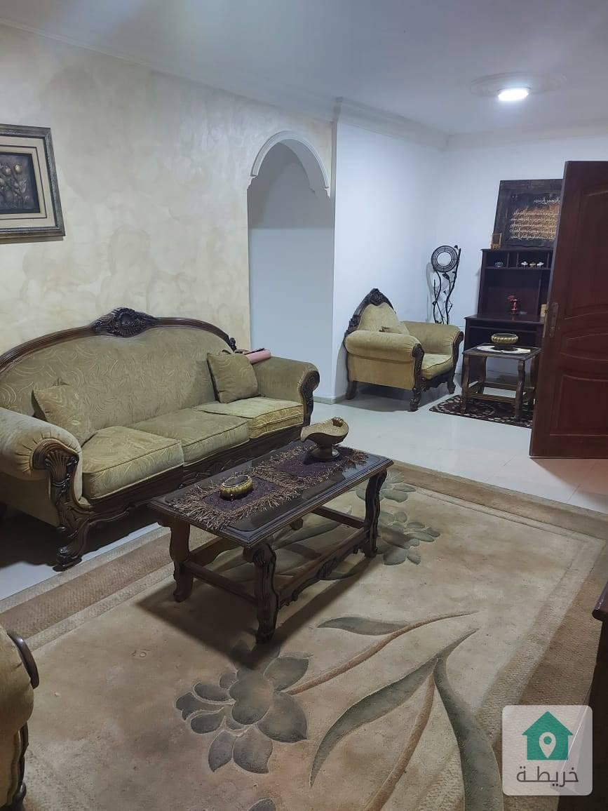 شقة أرضية للايجار في الجبيهه خلف البوابة الشمالية للجامعة الاردنية تصلح لطلاب او طالبات