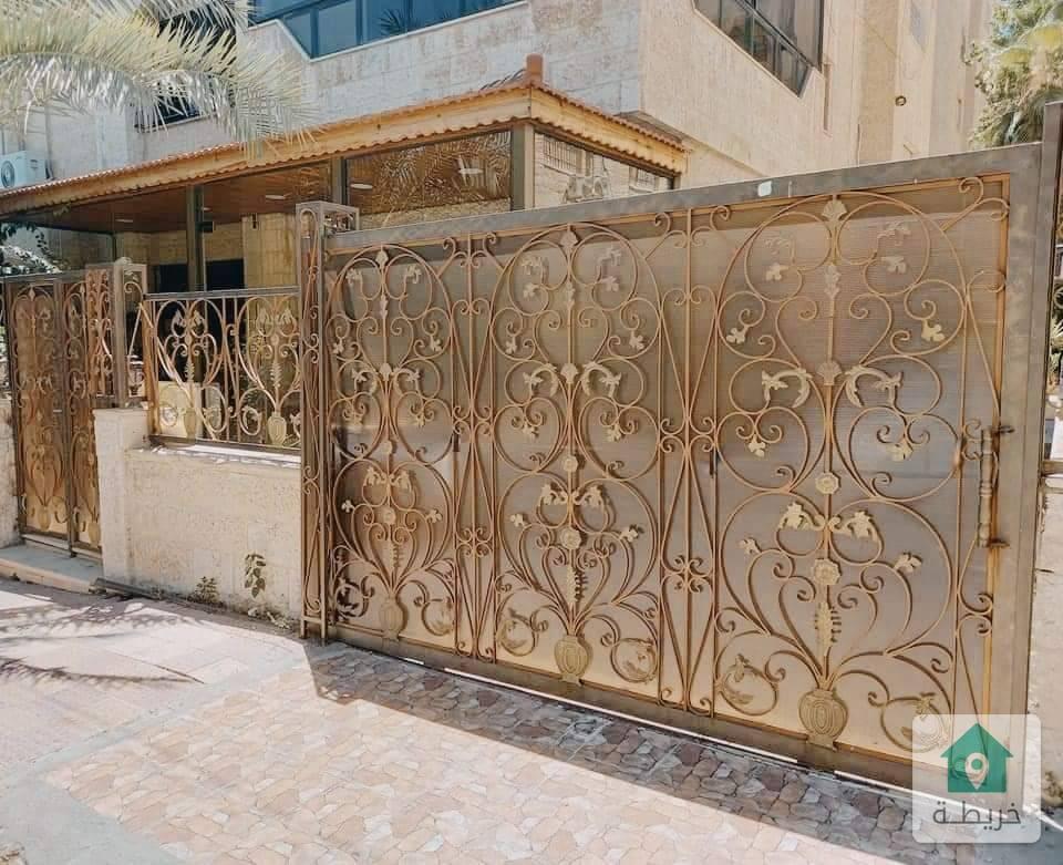 شقة للبيع ارضية في الرابيه مع حدائق وترسات وكراج خاص