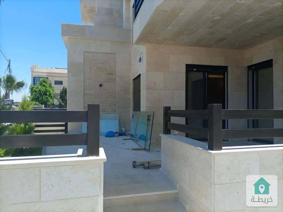 شقة أرضية في مرج الحمام على طريق المطار مساحتها ٢٥٠ للبيع بسعر مغري