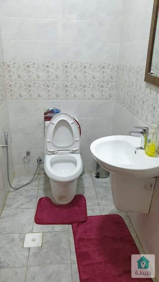 شقة شبه ارضي في المقابلين حي الحويان تبلغ مساحتها ١٥٠ متر مربع للبيعربسعر نغري