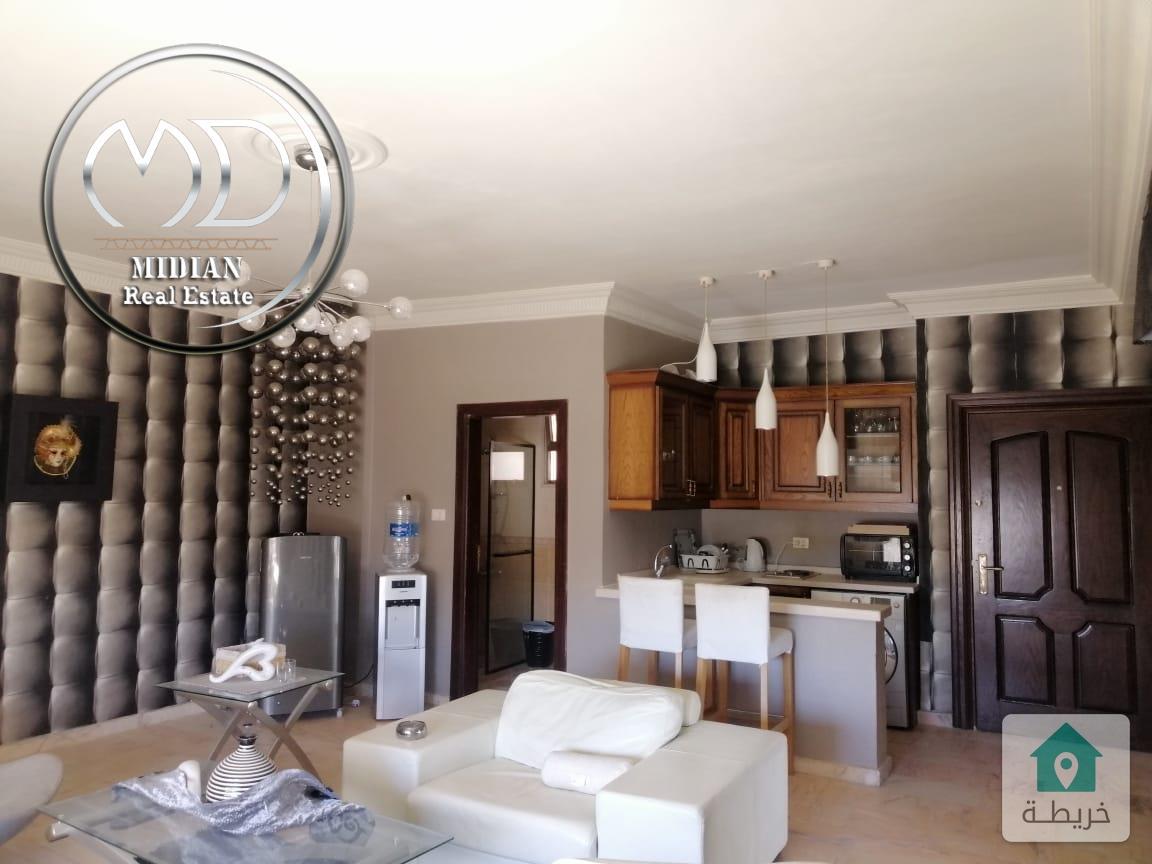 شقة أخير مع روف للبيع مساحة 350م 6 نوم خلدا قرب منطقة المعارف والمدارس الريادية بسعر مميز