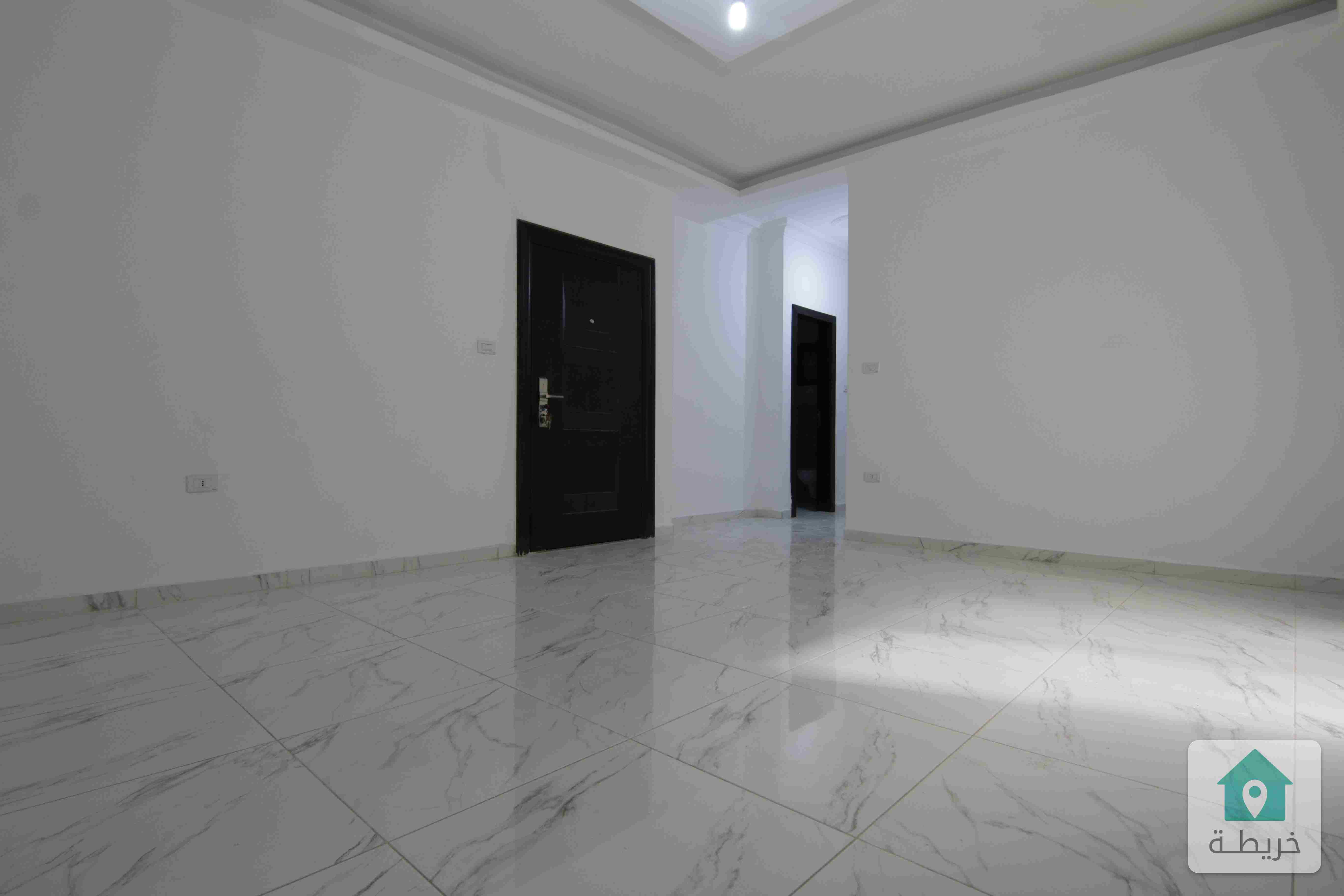 شقة 130م في ام زويتينة مع حديقة 40م
