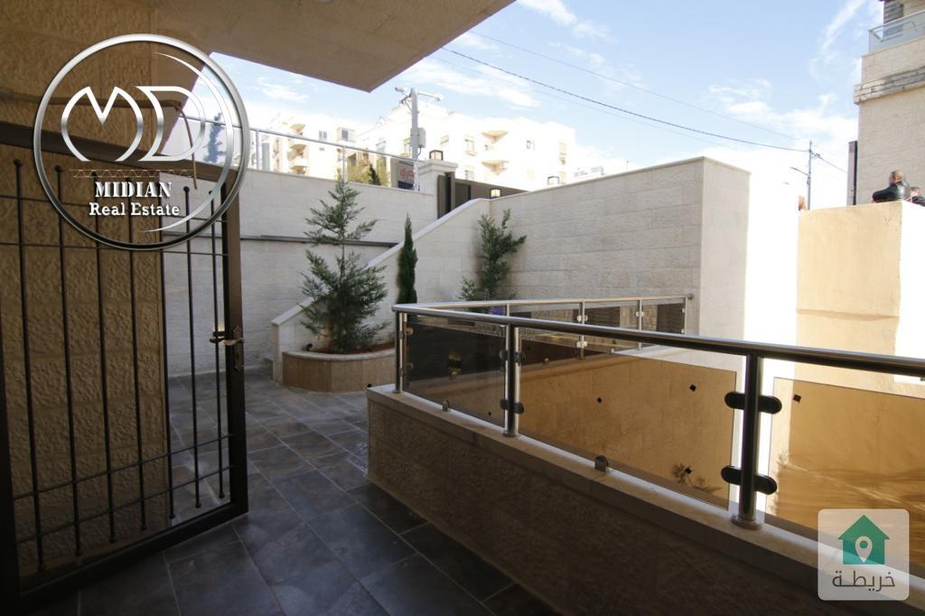 شقة شبه ارضية جديدة للبيع الرابية قرب السفارة الصينية مساحة 230م مع ترس 40م تشطيبات فاخرة
