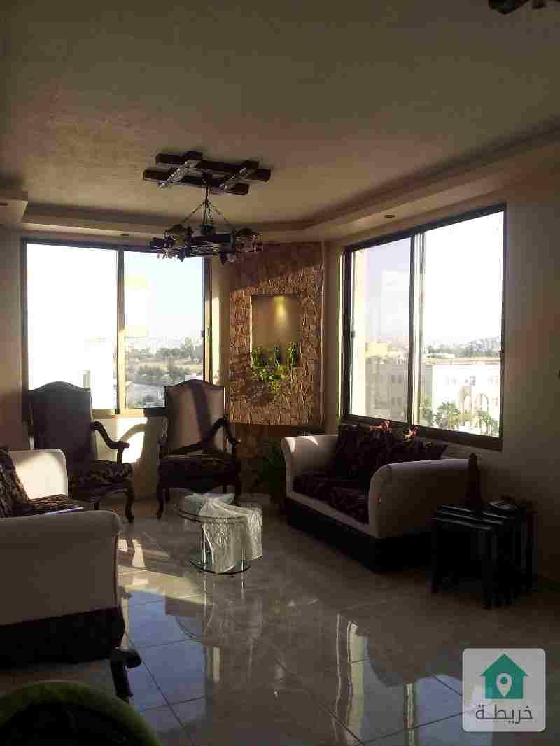 شقة طابق ثالث مع روف بمساحة اجمالية 260 متر مربع