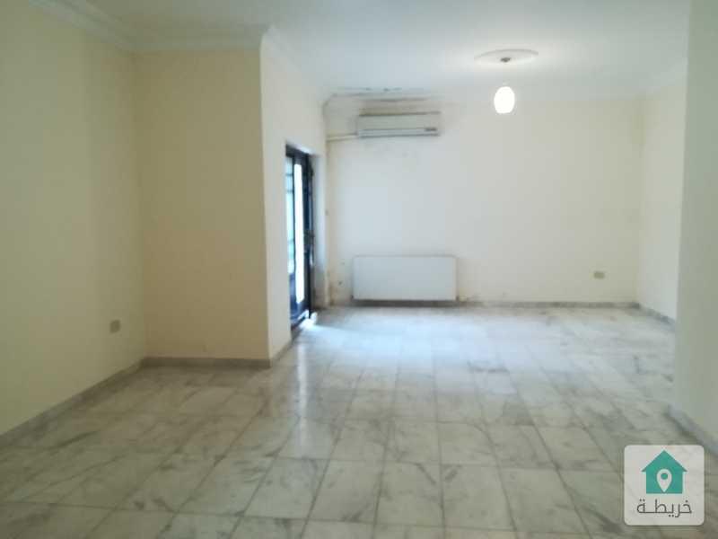 شقة شبه ارضية فارغة للايجار  _ ديرغبار