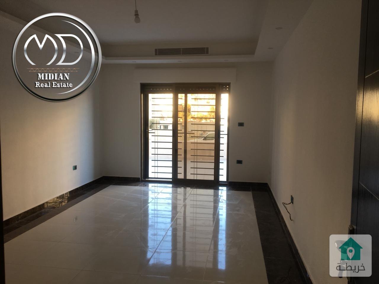 شقة ارضية جديده للبيع الجاردنز 135م مع ترس 50م تشطيب سوبر ديلوكس